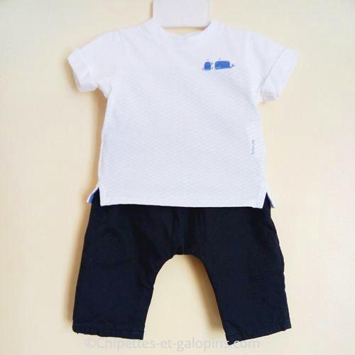 vetements bébé occasion. Vêtements bébé pas chers. Ensemble pantalon marine et T-shirt blanc motif baleines bébé garçon 3 mois