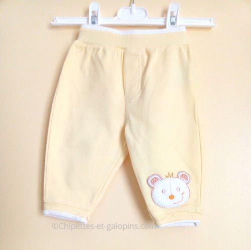 vetements bébé d'occasion. Pantalon molleton jaune pas cher pour bébé garçon de 6 mois