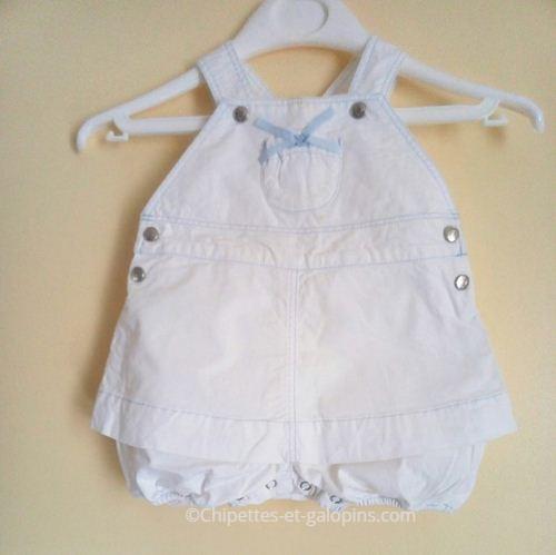 vetements bébé occasion. vetements bébé fille pas chers. Barboteuse blanche Jacadi pour bébé fille 1 mois