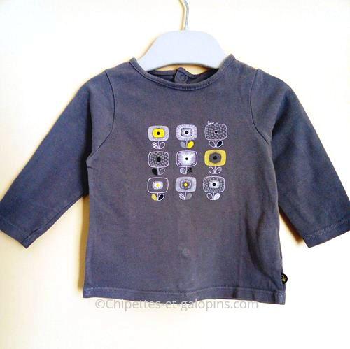 vetements occasion bébé. T-shirt manches longues Obaïbi pas cher pour bébé fille de 6 mois. De couleur grise avec motifs fleurs.