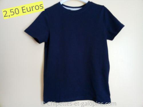 vetements d'occasion pour enfants. T-shirt bleu marine pas cher 10 ans