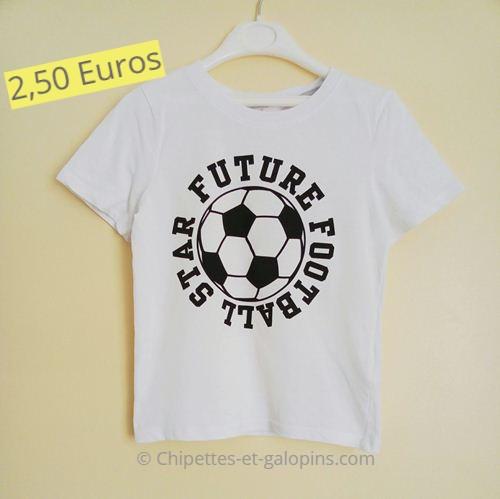 Vêtements enfants d'occasion. T-shirt manches courtes blanc star du football 4/6 ans