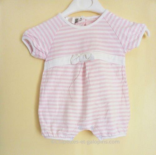 vetements occasion bébé. Vêtements bébé pas chers. Barboteuse naissance rayée rose et blanc