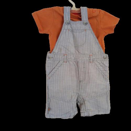 vetements occasion bébé. Vetements bébé garçon pas chers. Ensemble Obaïbi composé d'une salopette-short grise et d'un T-shirt orange pour bébé garçon de 6 mois à tout petit prix