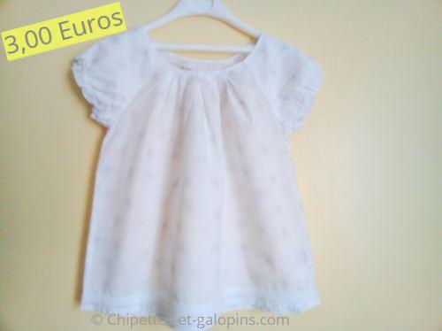 Vêtements d'occasion pour enfants. Blouse à manches courtes blanche fille 5 ans