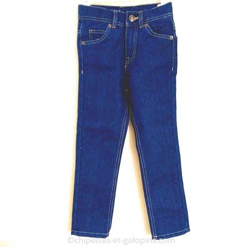 vetement occasion enfant. vetements fille pas cher. Vêtements d'occasion pour enfants. Jean bleu coupe droite et taille haute fille 8 ans