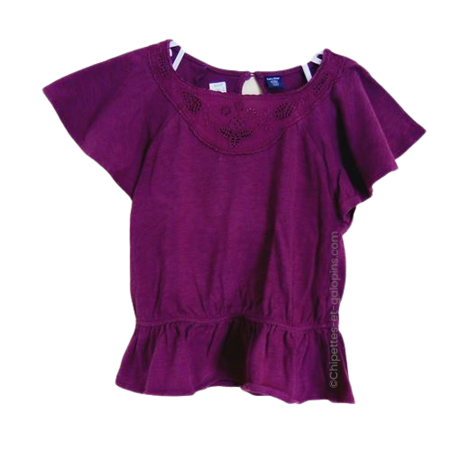 vetement occasion enfant. Vetements enfants pas chers. T-shirt couleur prune avec manches chauve-souris et dentelle pour fille 5 ans à petit prix
