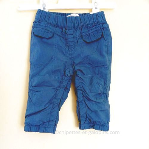 vetements bébé d'occasion. Vetements bébé pas chers. Pantalon en toile doublé pour bébé garçon de 6 mois couleur bleu ardoise et à petit prix