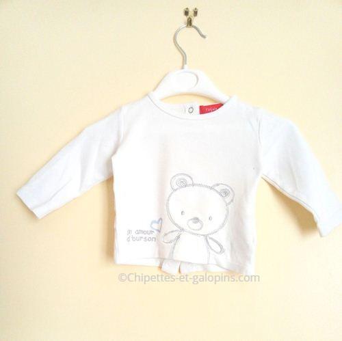 vetements bébé occasion. T-shirt Manches longues pas cher pour bébé de 6 mois. Couleur blanche motif ourson
