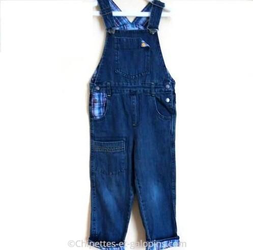 vetement occasion enfant. Salopette en jean pas chère pour garçon de 3 ans.
