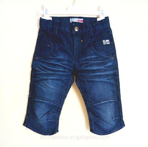 vetements enfant d'occasion. Bermudas en jean pas cher bleu pour garçon de 6 ans.