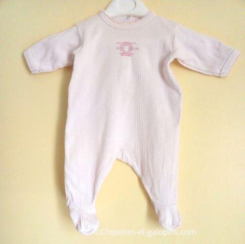 vetements bébé occasion. Vetements pas cher bébé. Pyjama rose pâle bébé fille 1 mois Petit Bateau