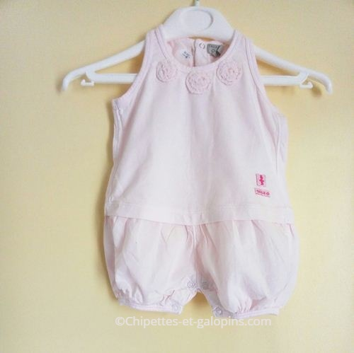 vetements bébé occasion. Vetement bébé pas cher. Barboteuse rose sans manches à petit prix taille 0 ( naissance)