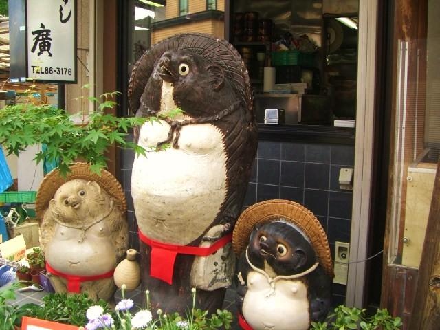 3匹の狸が看板です!