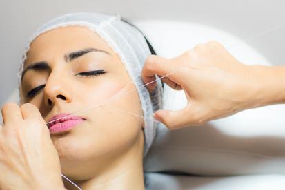 Eine sehr alte Tradition aus dem Orient ist die Haarentfernung durch die Fadentechnik. Die  natürliche Gesichtshaarentfernung verleiht Ihrem Gesicht nachhaltige Straffheit und Weiblichkeit.