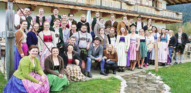65 Jugendleiter bei einer Schulung 2017 in Kreuth-Scharling
