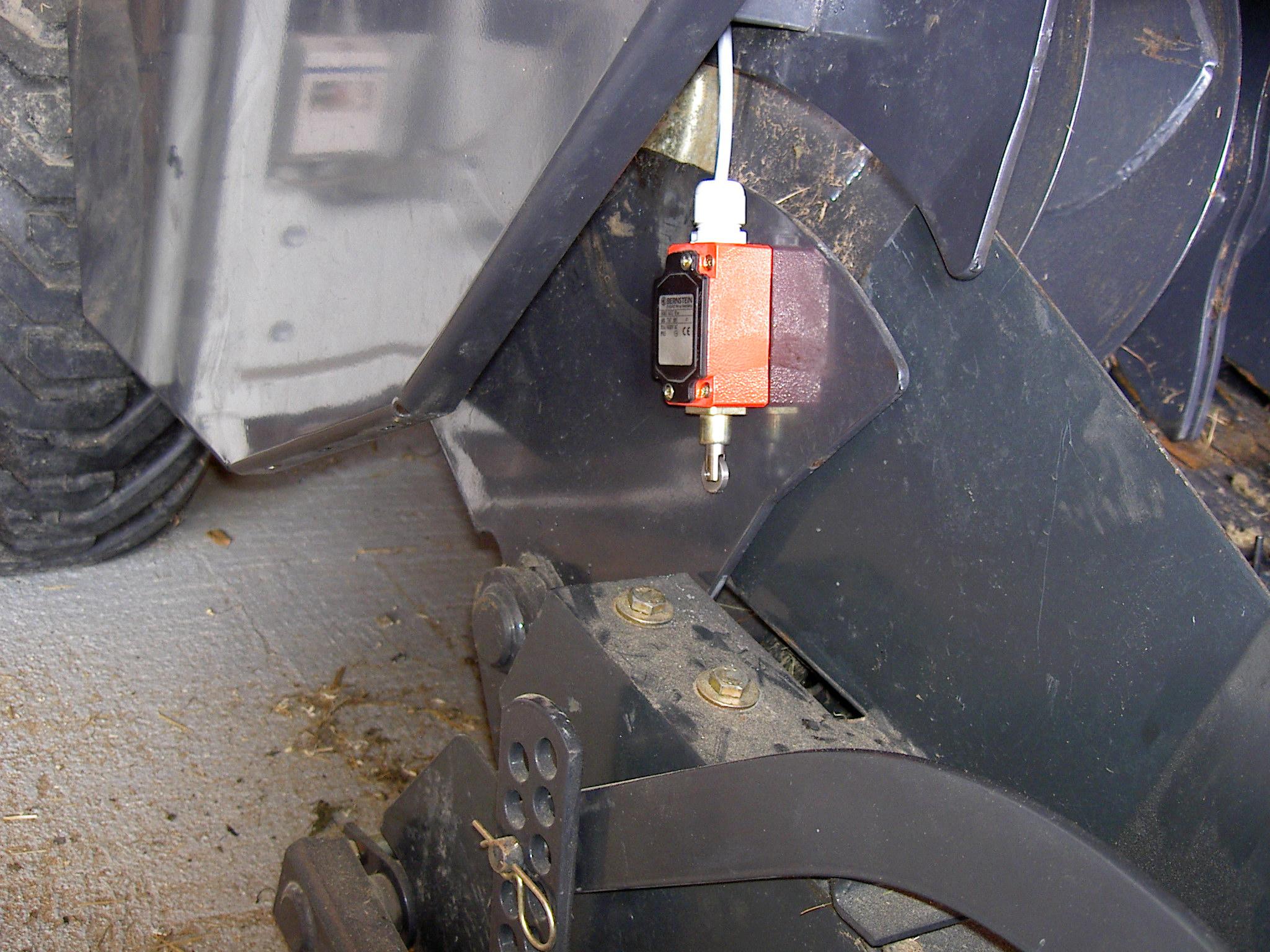 Ein Endschalter Schaltet die Dosierpumpe automatisch ein wenn die PickUp gesenkt wird.