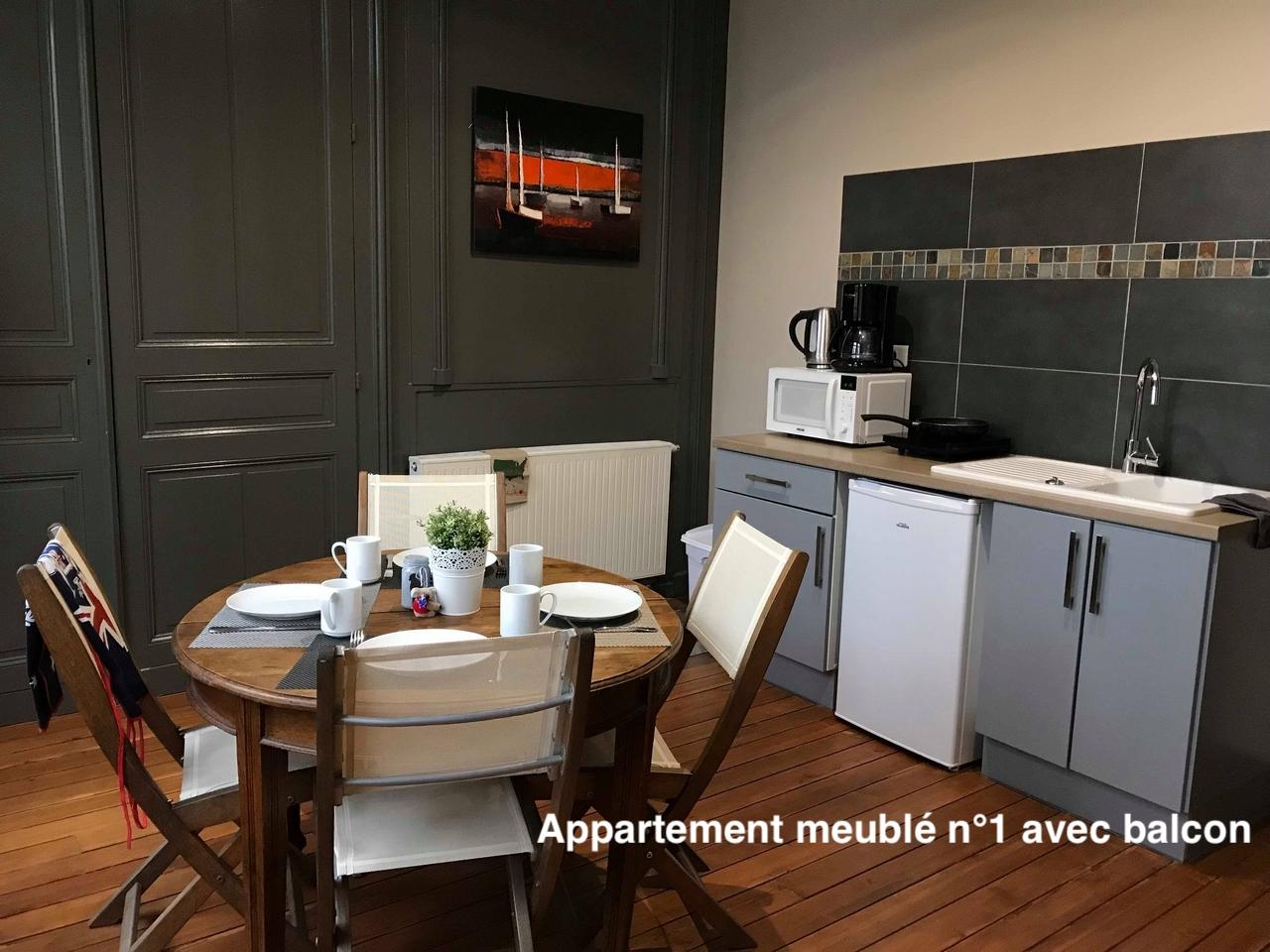 The nest - Appartement meublé avec balcon en centre ville d'Amiens avec services hoteliers, proche gare et cathédrale, calme et repos, confort avec plancher d'origine et tout équipé