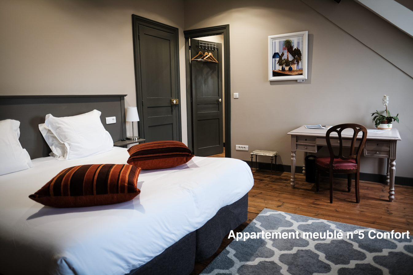 The nest - Appartement meublé avec vue direct sur la cathédrale d'Amiens, appart'hotel avec services hoteliers, bien plus qu'un simple appartement, tout est inclus, pour une location à la semaine ou au mois en amoureux ou avec les enfants