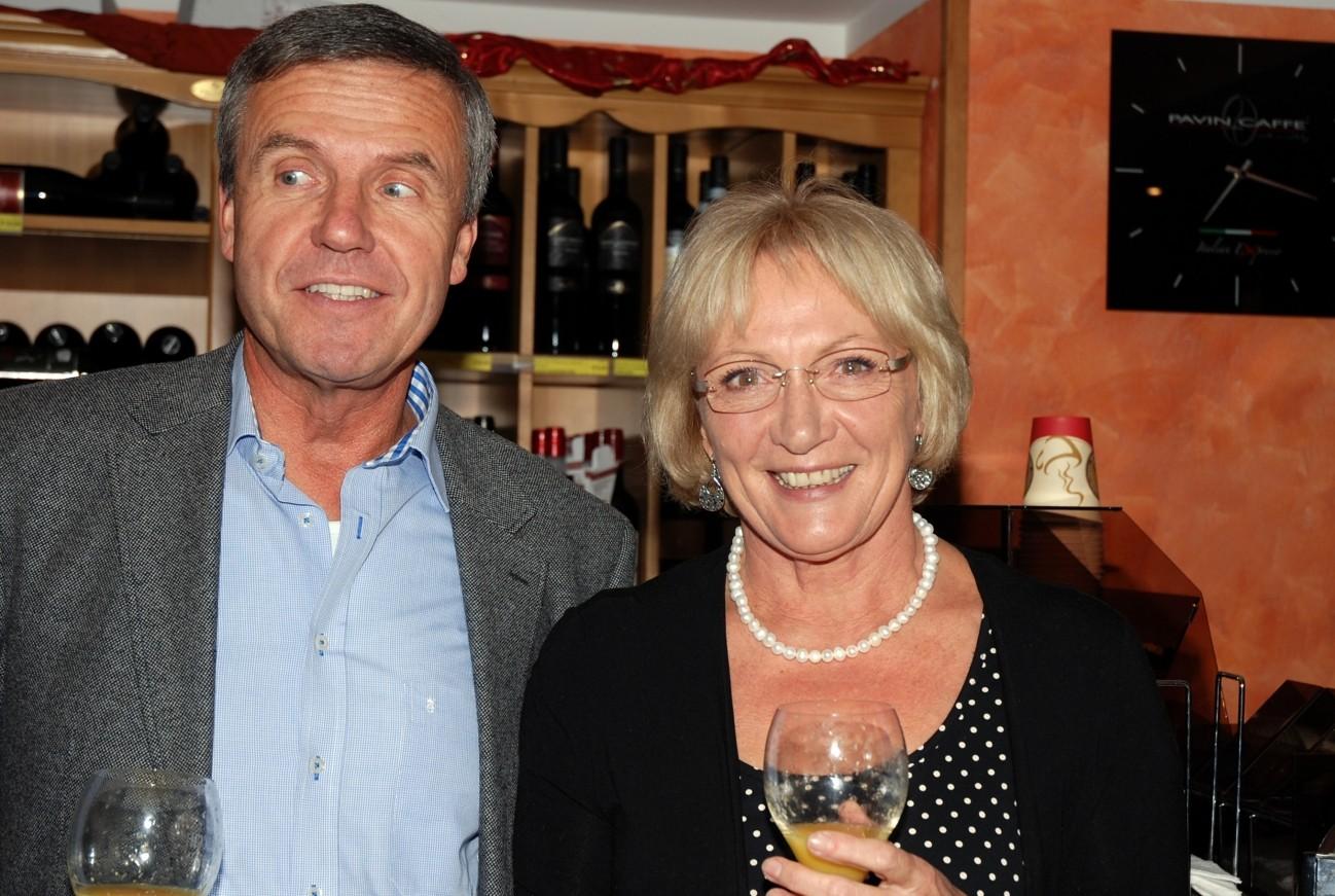 Werner, hier mit Gerda, hat schon früher allen Menschen geholfen, heute unterstützt er vor allem die Hobbyfilmer.