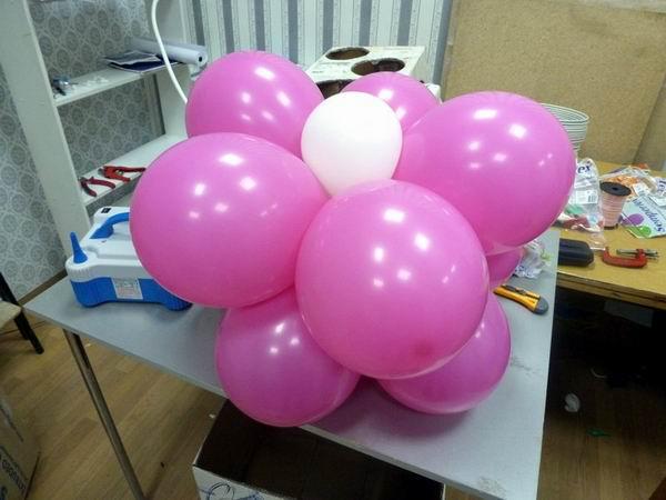 Надувание воздушных шаров для арки