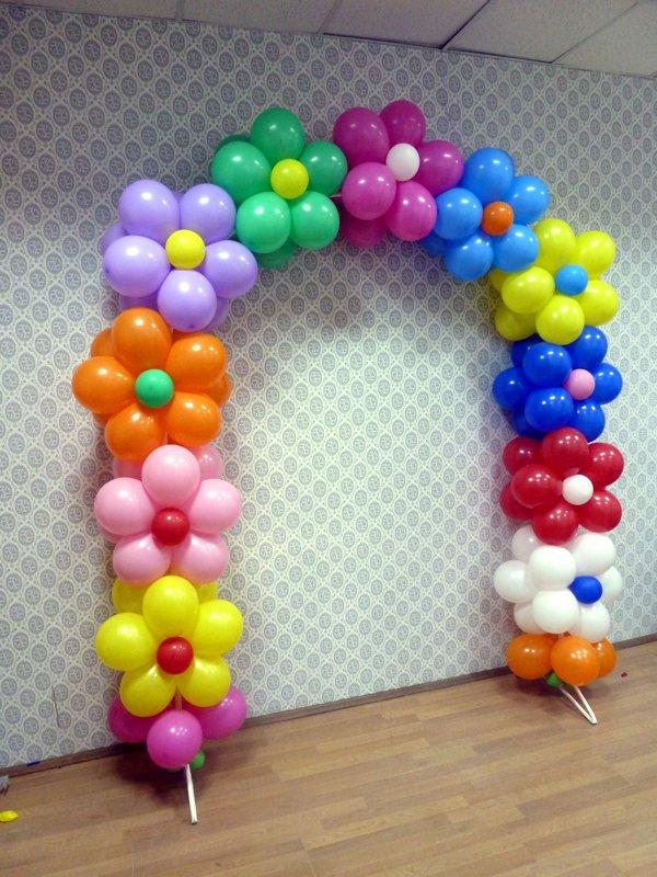 цветочная арка из воздушных шаров на каркасе для детского праздника