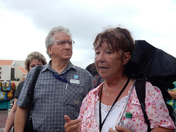 Unsere lokale Reiseleiterin Ursula erzählt uns viel Interessantes über die Insel
