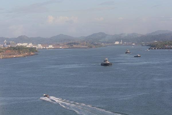 Der Kanal vom Pazifik zu den ersten Schleusen.