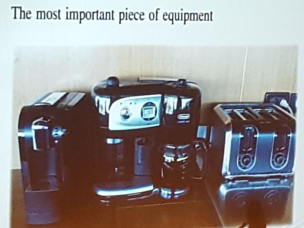 Und eines der wichtigsten Geräte auf der Brücke für einen Holländer, die Kaffeemaschine !