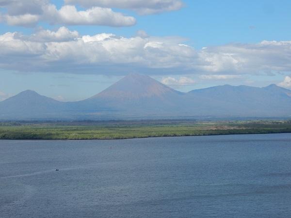 Wieder zurück auf dem Schiff, ein letzter Blick auf die tolle Vulkanlandschaft.