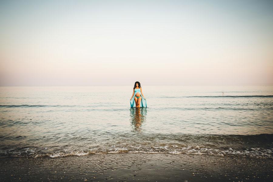 servizio fotografico maternità in spiaggia