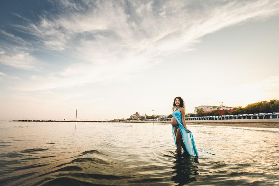 servizio fotografico gravidanza in spiaggia