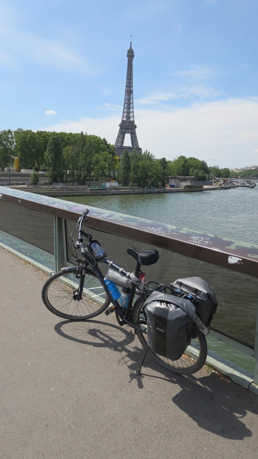 Vom Eiffelturm in Richtung Hotel
