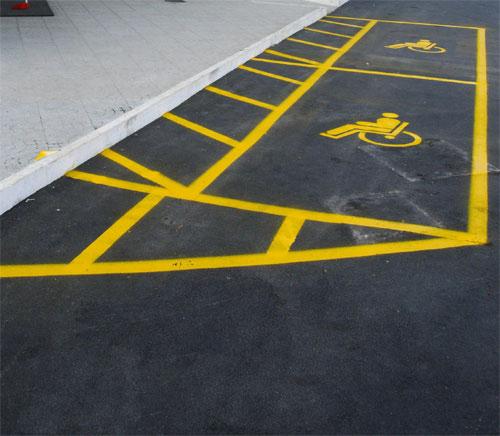 Segnaletica orizzontale - strisce parcheggi invalidi