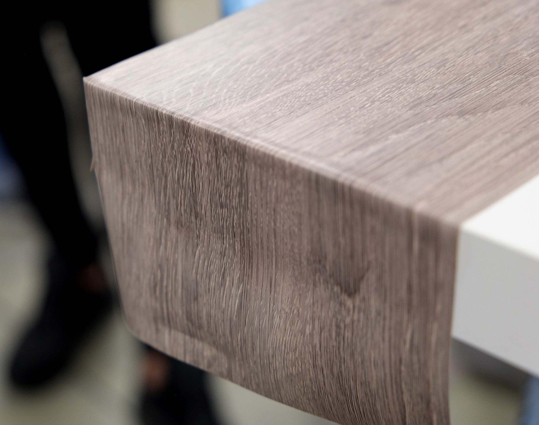 rivestimento tavolo con materiale effetto 3D - wood