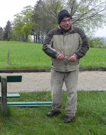 Corvée de printemps du 3 mai 2014, André aimait le montage et le démontage des bancs.