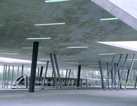Вокзал и автостоянка Франция. Страсбург