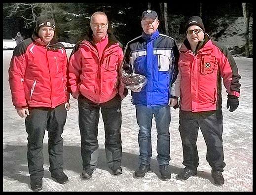 1. Die Mannschaft der Freiwilligen Feuerwehr Miesenbach