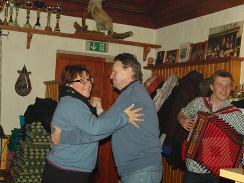 """Sonja und Karl bei der """"Backhendl Polka"""""""