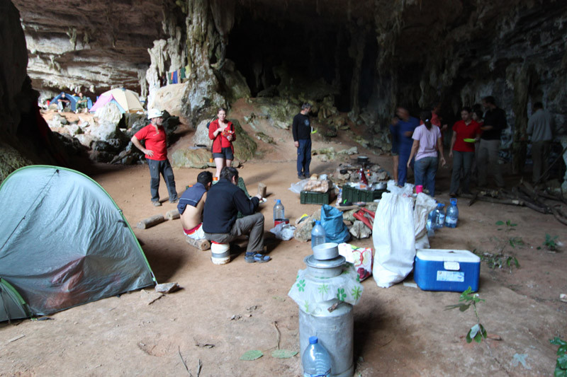Camp dans la Cueva Martin