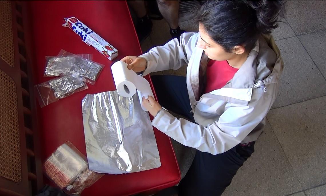 preparando i sacchetti della cacca