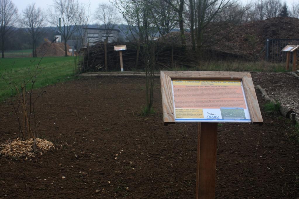 """Anfang April 2012 wurde die Wildblumenwiese am Naturlehrpfad eingesät sowie die Infotafeln wieder aufgestellt. Aktuell sind """"Pflanzenspenden"""" gesucht, Info-Link s.o."""