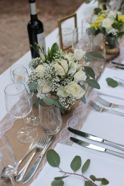 composition table d'honneur , fleurs blanches