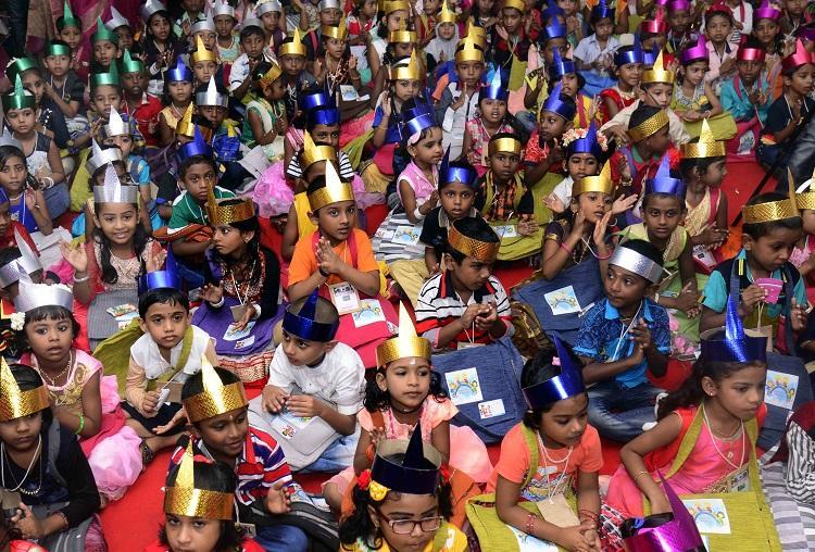 Primer día de colegio para los niños de Kerala, India.