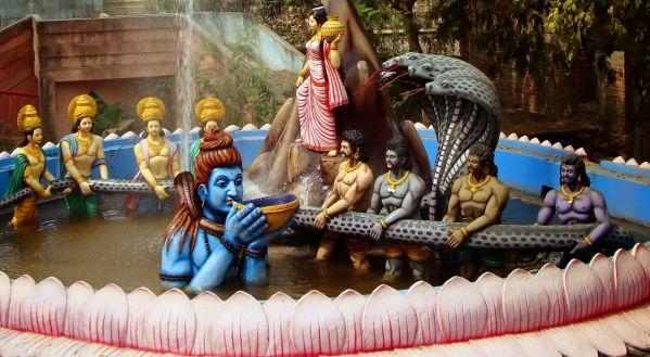 Shiva bebiendo el veneno del océano