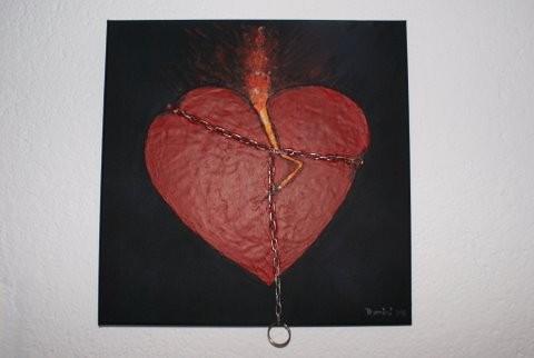 Gefesseltes Herz aus Acryl, Gel, Metallkette...bereits verkauft