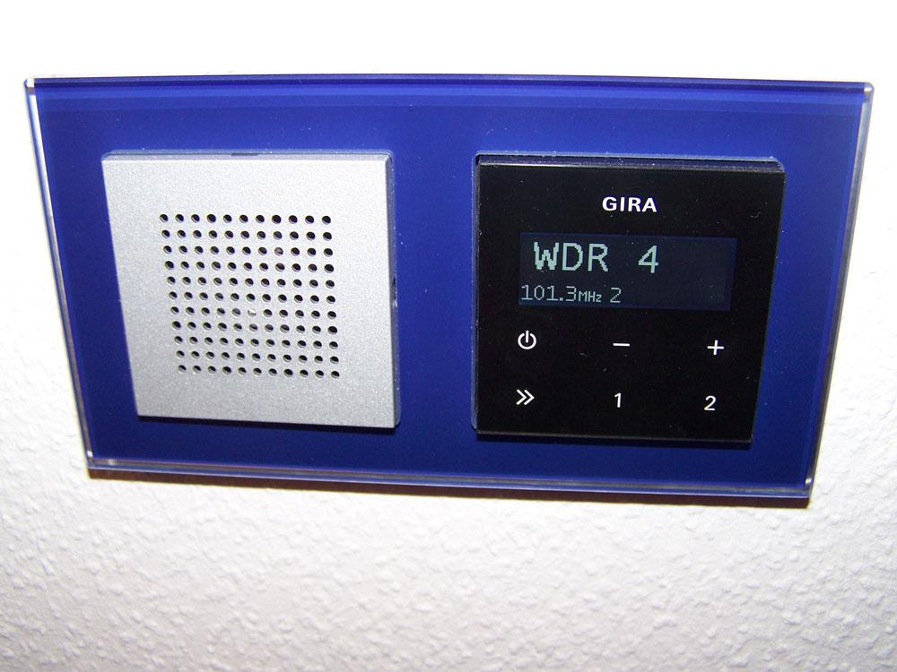 Gira Radio mit Rahmen Merten