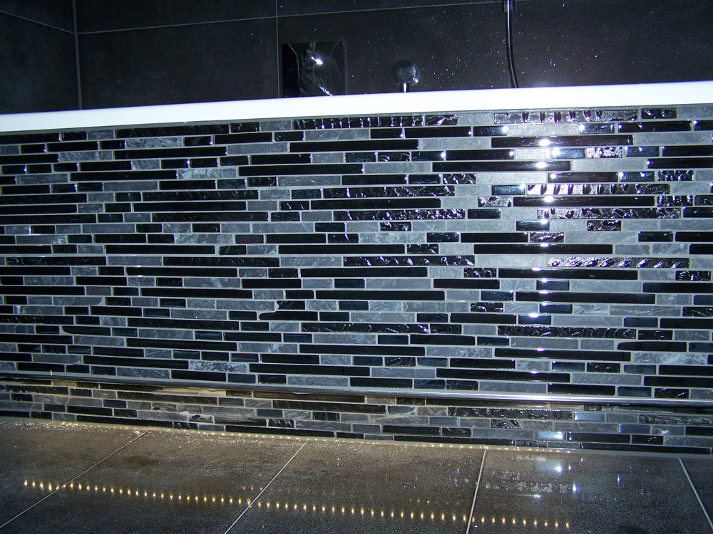 Hintergrund-LED als Orientierungslicht im Bad