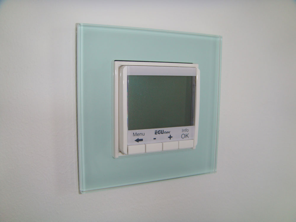 Digitales Thermostat aus Glas