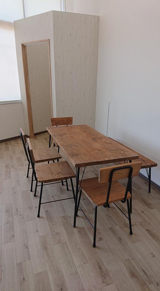 授乳室完備、テーブル&椅子エリア